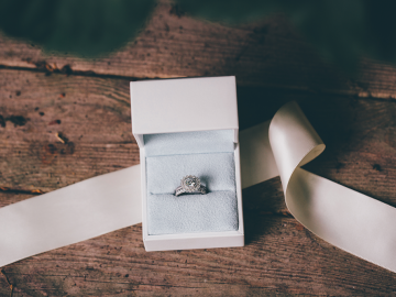What Makes an Engagement Ring Alternative?